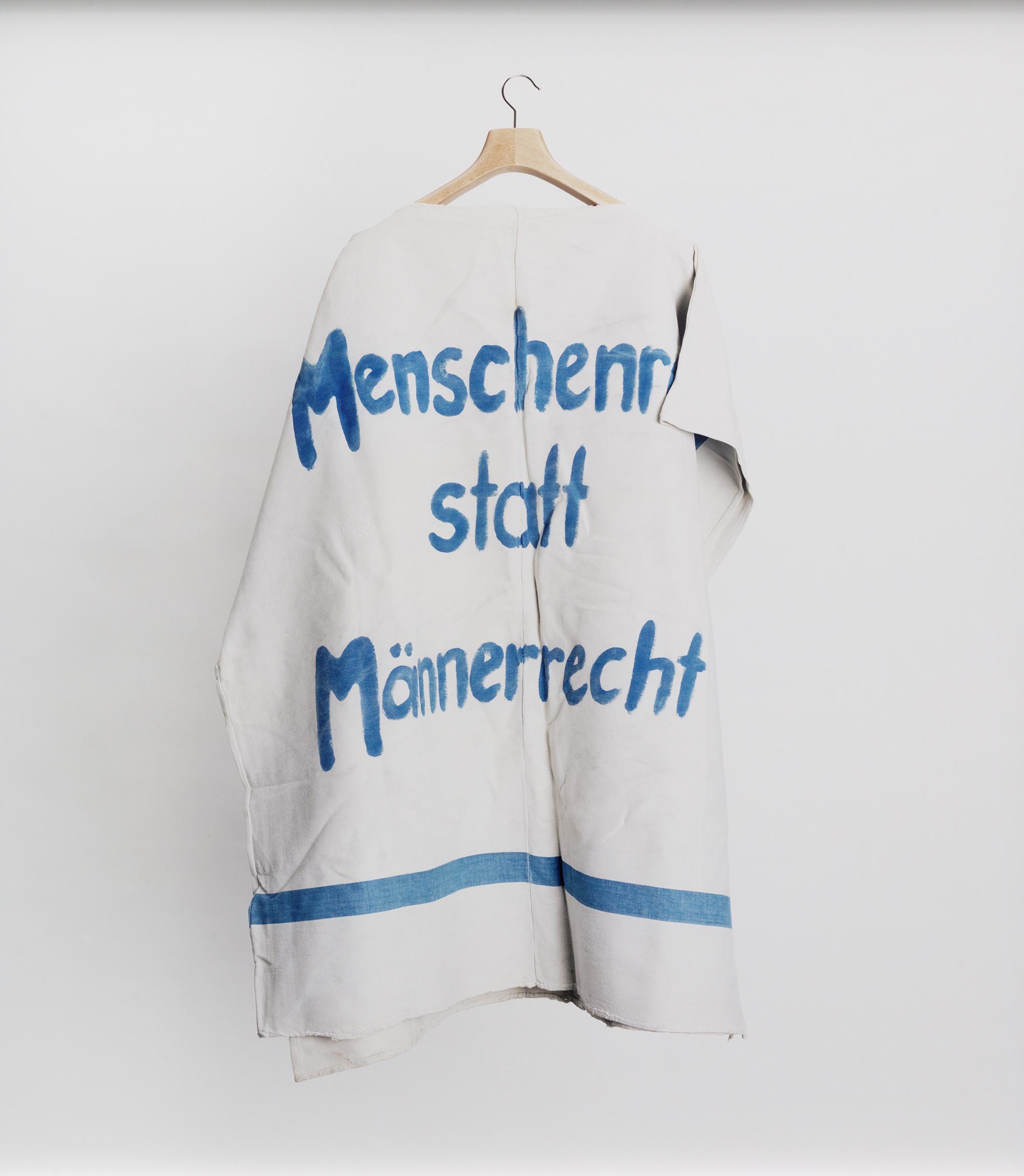 """Institut für Zeitgeschichte-Archiv, Bestand Hannelore Mabry / Bayerisches Archiv der Frauenbewegung, Signatur ED 900, Box 531, Körp erüberhang: """"Keine Mark, kein Dollar, kein Rubel für Waffen! DER FEMINIST"""" / """"Menschenrecht statt Männerrecht"""" 2014"""